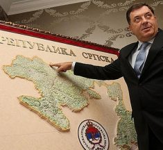 POTPUNO IZGUBIO KONTROLU Dodik želi osnovati vojsku Republike Srpske, Komšić kaže da je to oružana pobuna