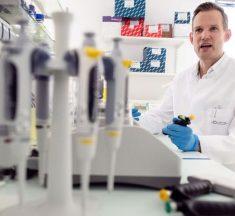 Najpoznatiji njemački virolog: Podliježe se masovnoj histeriji, ljudi su postali iracionalni